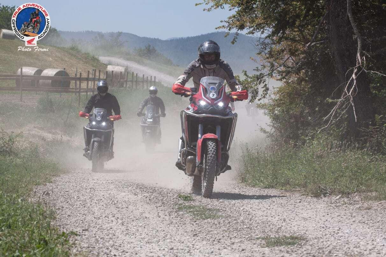 Honda Africa Twin durante corso di guida enduro True Adventure Off Road Academy